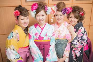 卒業袴の女性集合写真